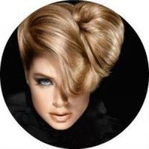 11 Красивих способів укладання волосся з довгою чубчиком