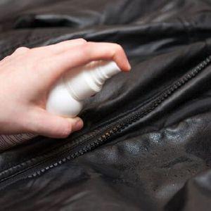 Частка шкіряної куртки в домашніх умовах: місти одяг в охайності