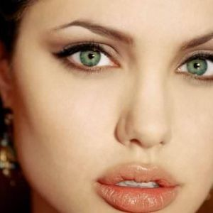 Денний та вечірній макіяж для світло зелених очей (фото)