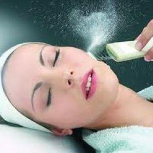 Як безболісно очистити шкіру обличчя за допомогою ультразвукового пілінгу