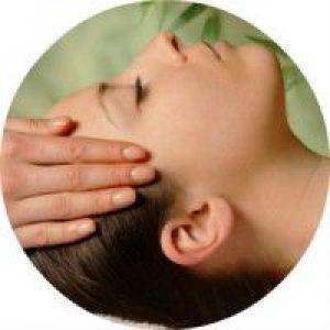 Як правильно робити масаж голови для посилення росту волосся