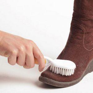Як доглядати за замшевим взуттям?