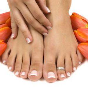 Які є ознаки грибка на нігтях ніг