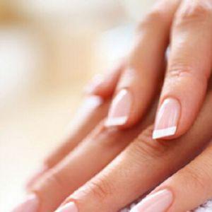 Класичний обрізний манікюр: акуратні нігті