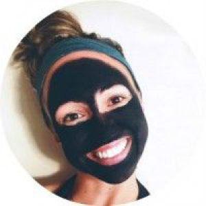 Кращі професійні і домашні маски для обличчя проти чорних крапок