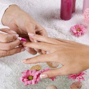 Необрізний манікюр в домашніх умовах: щадний догляд за нігтями