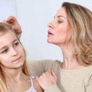Чому з`являються прищі на голові у волоссі і як з ними боротися?