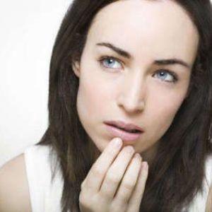 Чому з`являються прищі навколо рота?