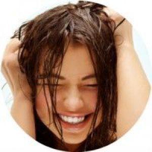 Чому волосся швидко стають жирними і як з цим боротися