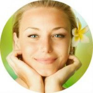 Поради косметологів по застосуванню олії жожоба для обличчя
