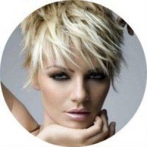 Стильні варіанти жіночих рваних стрижок для волосся будь-якої довжини