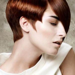 Вибір асиметричною стрижки для короткого волосся
